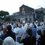 Processione dei fedeli insieme al simulacro