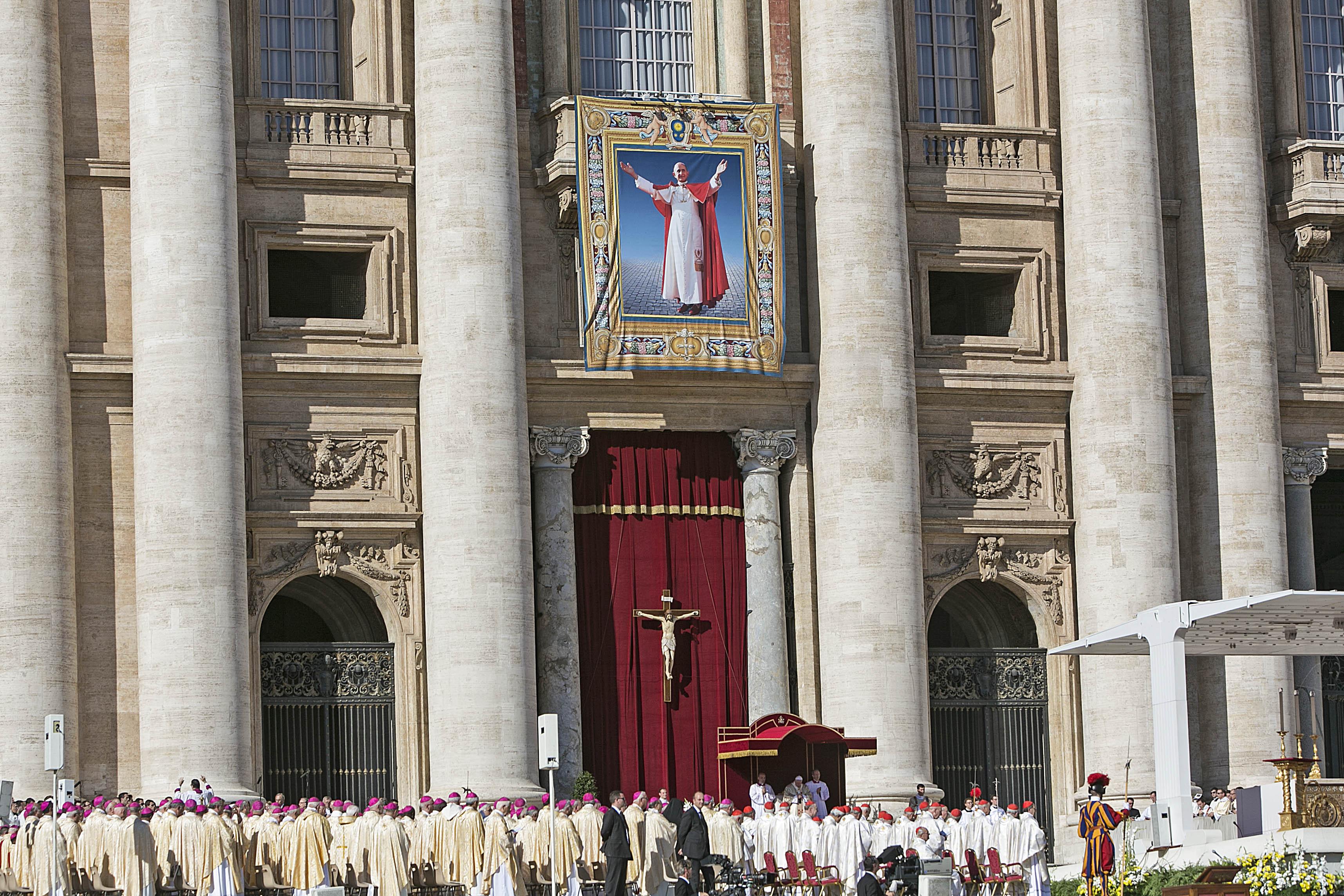 Messa-per-la-conclusione-del-Sinodo-straordinario-sulla-famiglia-e-beatificazione-di-Paolo-VI-04